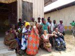 APAC, Asociacion de Amor a las personas mayores. Momento de celebración con los antiguos enfermos de lepra –muchos de ellos presentan secuelas importantes (ciegos, amputados,…-, compartiendo la comida que les habían preparado.